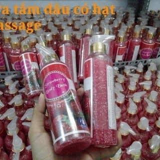 Sữa tắm dâu có hạt massage trắng sáng da  của duyenmom1996 tại Hậu Giang - 2406097